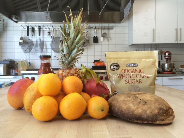 Chỉ cần hoa quả, khoai tây và đường là tạo ra được rượu pruno.