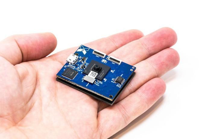 Bạn có thể gắn một thiết bị như thế này lên bất kỳ vị trí nào bên ngoài căn nhà của mình, và nó sẽ truyền dữ liệu về cho bạn mãi mãi không ngừng
