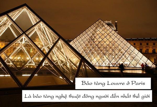 Trong bộ sưu tập của bảo tàng Louvre hiện nay có những tác phẩm nổi tiếng bậc nhất của lịch sử nghệ thuật, như Tượng thần Vệ Nữ, bức tranh Mona Lisa...