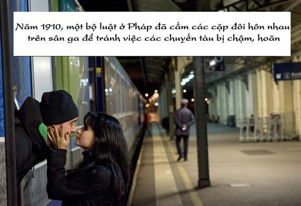 Hình ảnh này thật lãng mạn nhưng nó bị cấm tại Pháp.