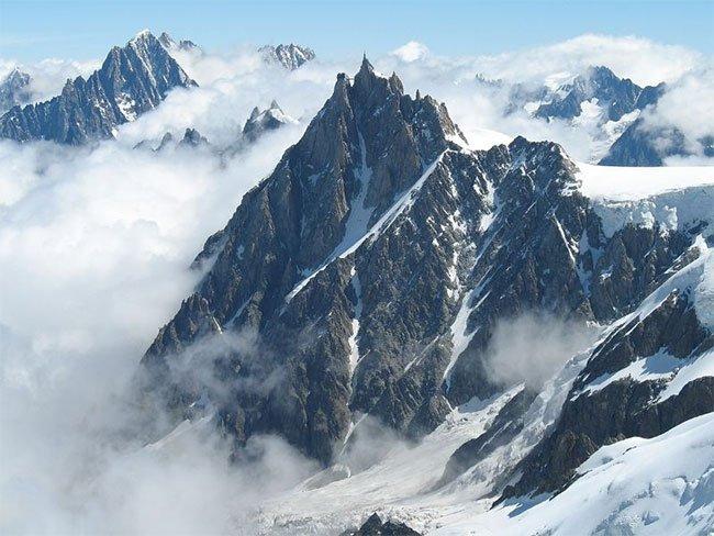 Sở hữu ngọn núi cao nhất Châu Âu