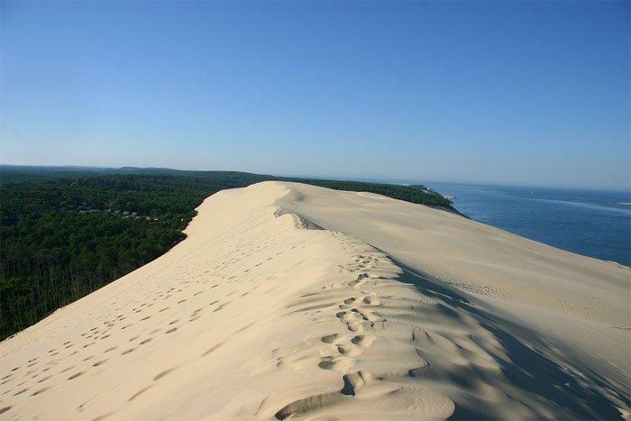 Cồn cát trắng mịn trải dài khoảng 3km.