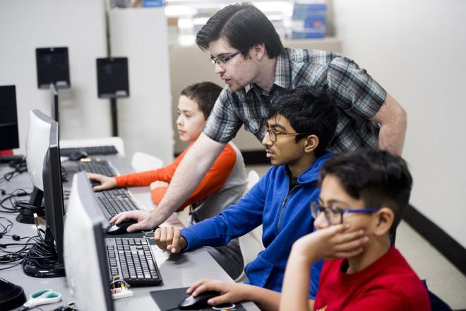 Ở Ấn Độ, đang có một thế hệ trẻ em học viết code trước khi biết nói chuyện với mọi người - Ảnh 4.