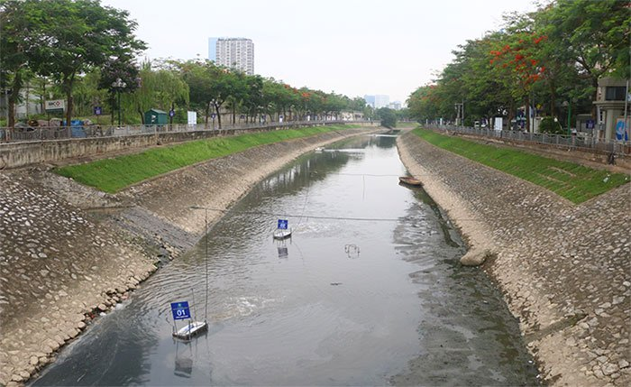 Công nghệ Nano-Bioreactor được các chuyên gia Nhật Bản đưa vào thử nghiệm trên sông Tô Lịch từ giữa tháng 5 vừa qua.