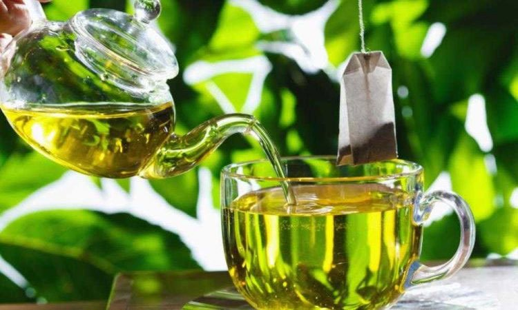 Catechin trong trà có thể cản trở một số loại thuốc điều trị bệnh tim và huyết áp.