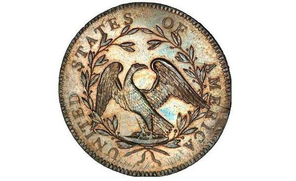 Mặt còn lại của đồng xu là hình một con đại bàng