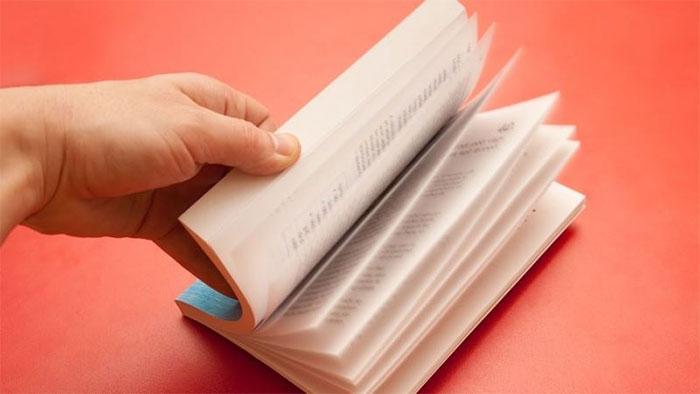 Mắt và não của con người phải làm việc rất nhiều khi đọc sách.