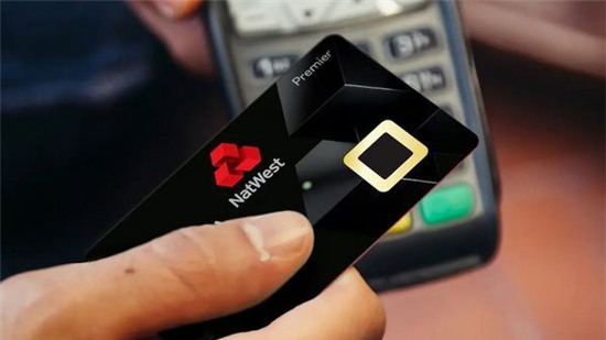 Ngân hàng Anh thử nghiệm thẻ tín dụng tích hợp cảm biến vân tay