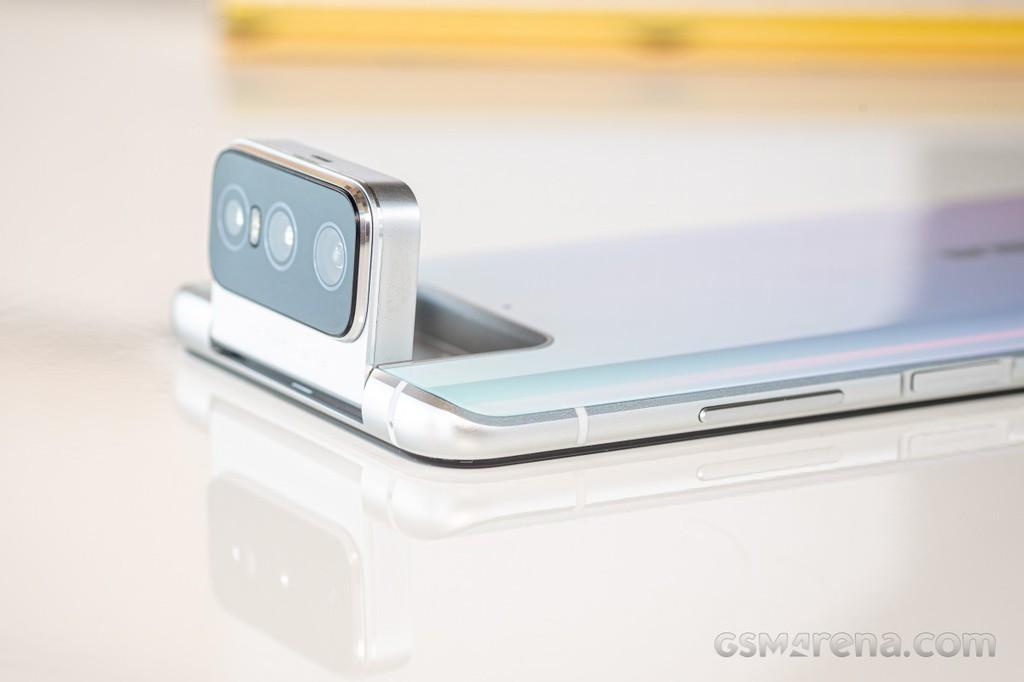 Asus Zenfone 8 Mini phá đảo Geekebench với SD 888 và RAM 16GB ảnh 2