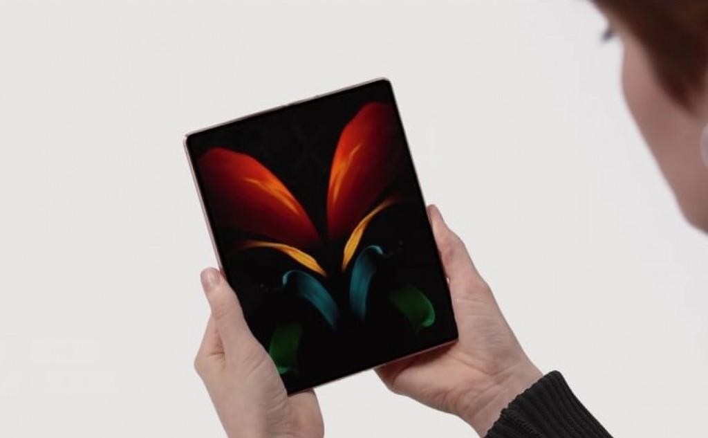 Smartphone Samsung gập làm ba sẽ ra mắt trong năm tới ảnh 2