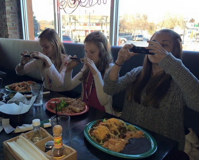 Những bức ảnh selfie bất chấp cho chúng ta thấy mạng xã hội đã chi phối và thao túng chúng ta như thế nào - Ảnh 9.