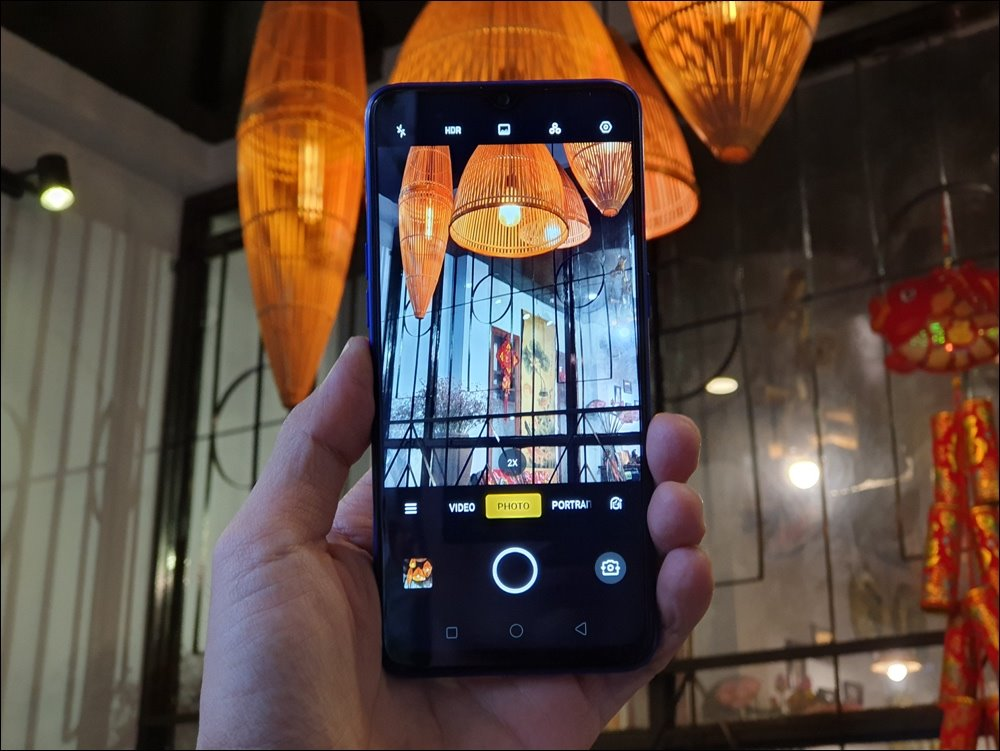 Đánh giá Realme 3 Pro: Điểm cộng cho nắp lưng chuyển màu, công nghệ sạc nhanh cùng thời lượng pin bền bỉ hơn