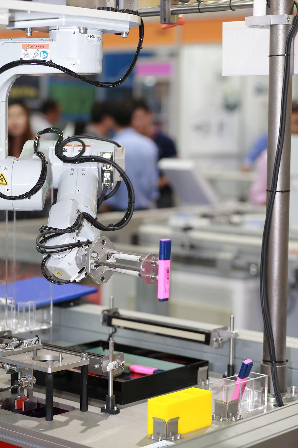 Epson lần đầu giới thiệu các giải pháp Robot công nghiệp tại Việt Nam  ảnh 1