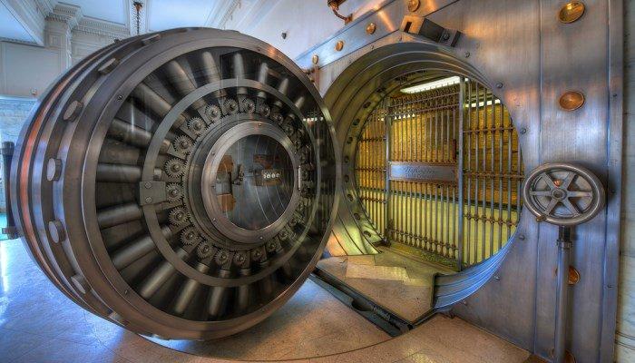 Căn hầm được bảo vệ bởi một cánh cửa nặng 22 tấn.