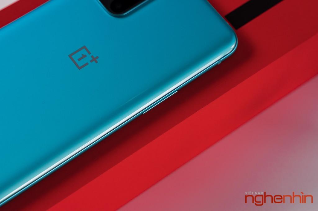 Mở hộp OnePlus 8T 5G: Thiết kế đổi màu, màn hình 120Hz, sạc nhanh 65W, quà 3 triệu ảnh 13