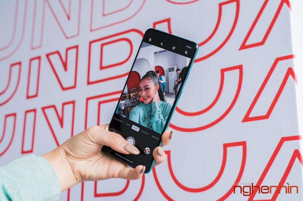 Mở hộp OnePlus 8T 5G: Thiết kế đổi màu, màn hình 120Hz, sạc nhanh 65W, quà 3 triệu ảnh 18