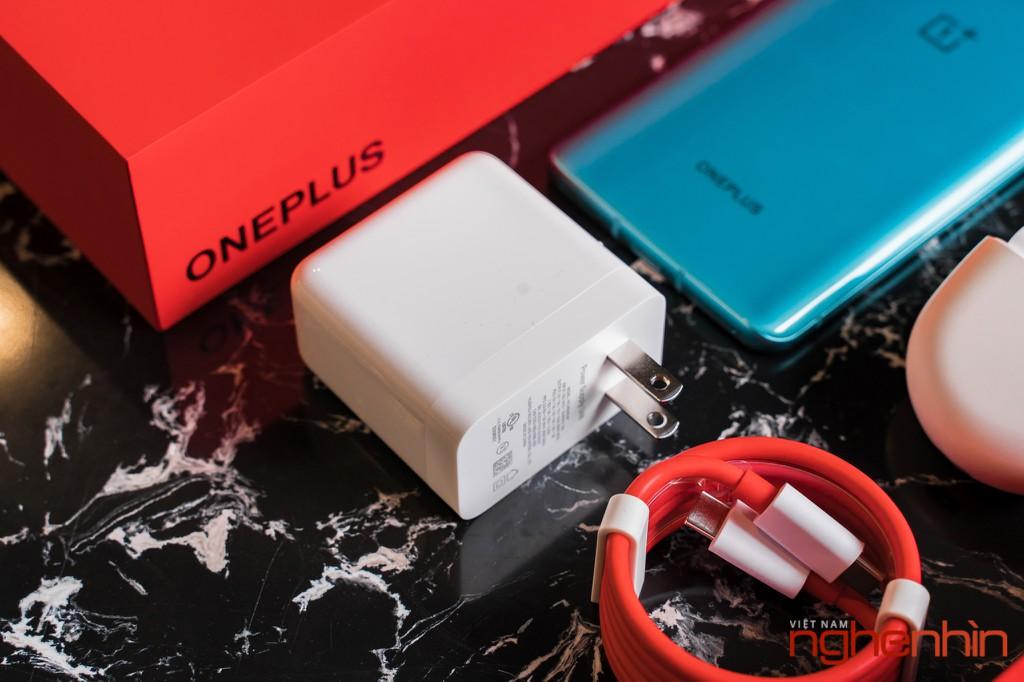 Mở hộp OnePlus 8T 5G: Thiết kế đổi màu, màn hình 120Hz, sạc nhanh 65W, quà 3 triệu ảnh 3