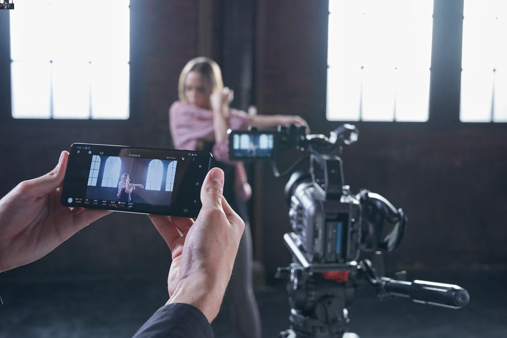 Sony ra mắt FX6: Camera gọn nhẹ với cảm biến Full-Frame giá từ 142 triệu ảnh 4