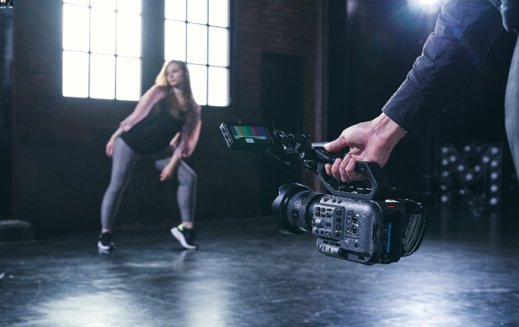 Sony ra mắt FX6: Camera gọn nhẹ với cảm biến Full-Frame giá từ 142 triệu ảnh 6