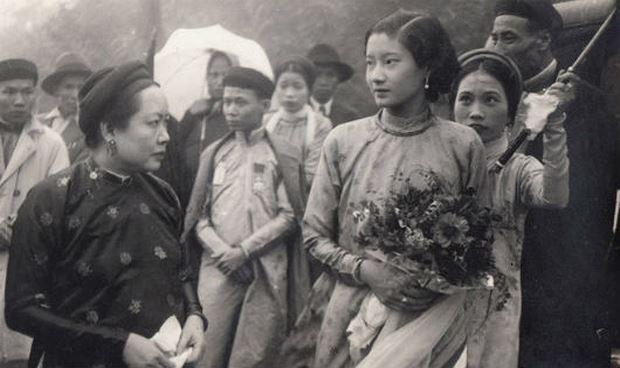 Chan dung Nam Phuong hoang hau, Einstein duoc lam net nho Remini hinh anh 4