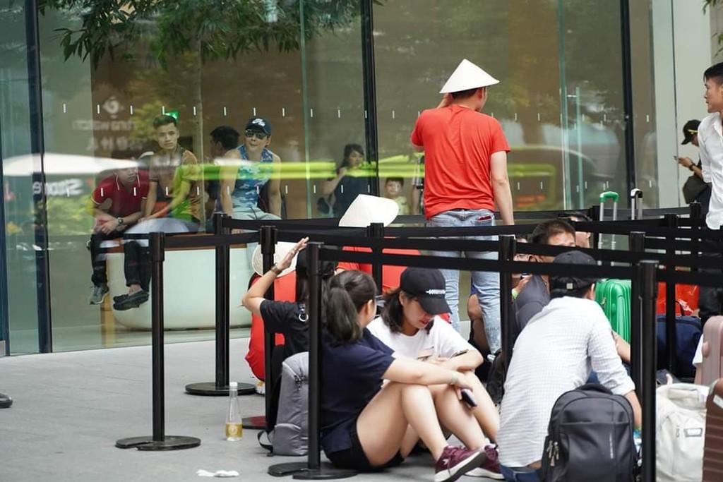 Quang cảnh xếp hàng chờ mua iPhone 11 tại Singapore, 80% là người Việt ảnh 4