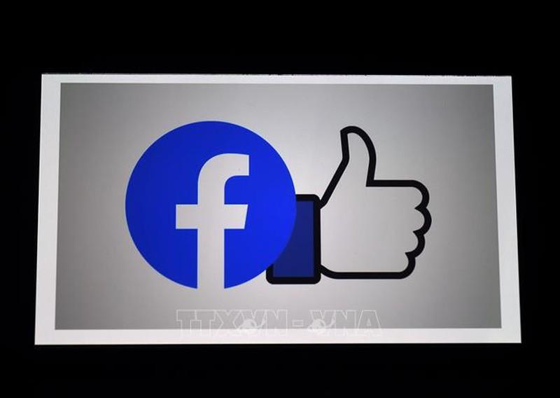 Facebook bat tay Ray-Ban phat trien kinh thuc te ao