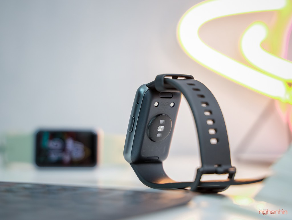 Trên tay Watch Fit đồng hồ thông minh thể thao đầu tiên của Huawei giá 3,3 triệu  ảnh 3