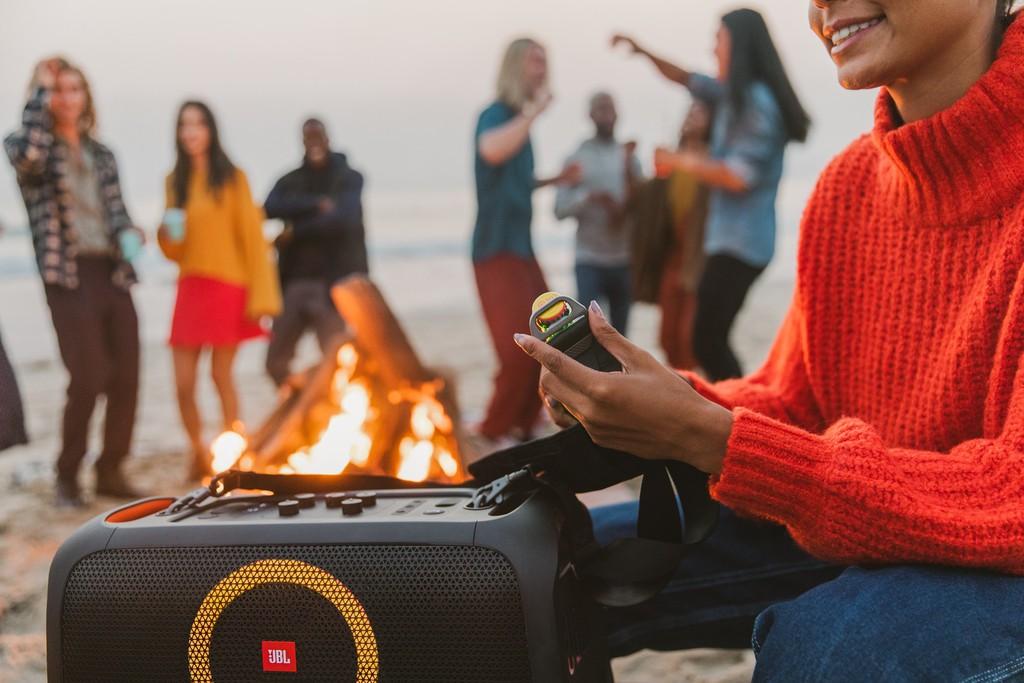"""Đặt trước loa JBL PartyBox On-The-Go """"rinh"""" cặp mic không dây và tai nghe true wireless ảnh 4"""