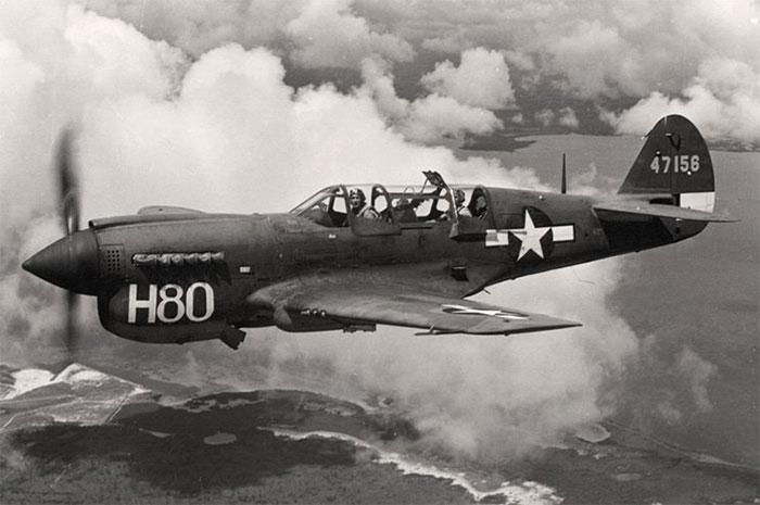 Chiếc P-40 Warhawk trong giai đoạn đầu thế chiến thứ 2.