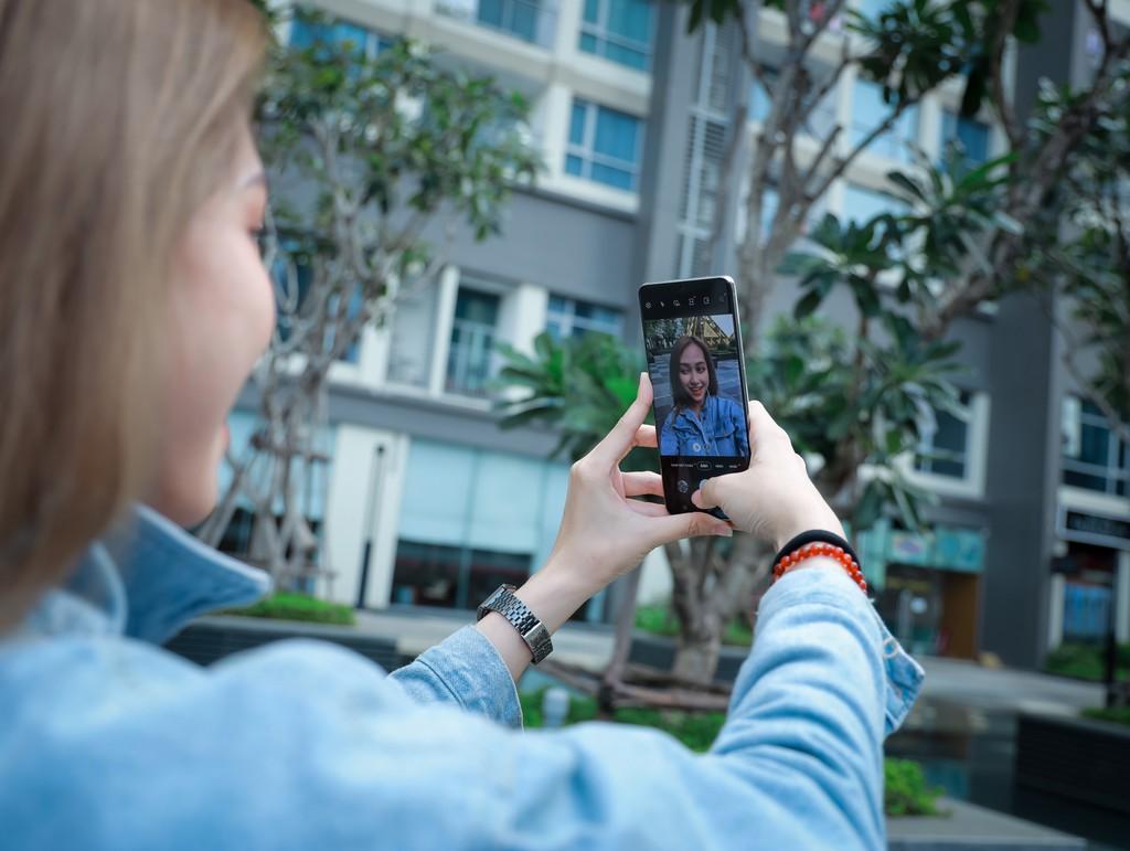 Người mẫu Phương Châu cá tính bên Galaxy S20 Ultra Trắng Tinh Vân ảnh 5