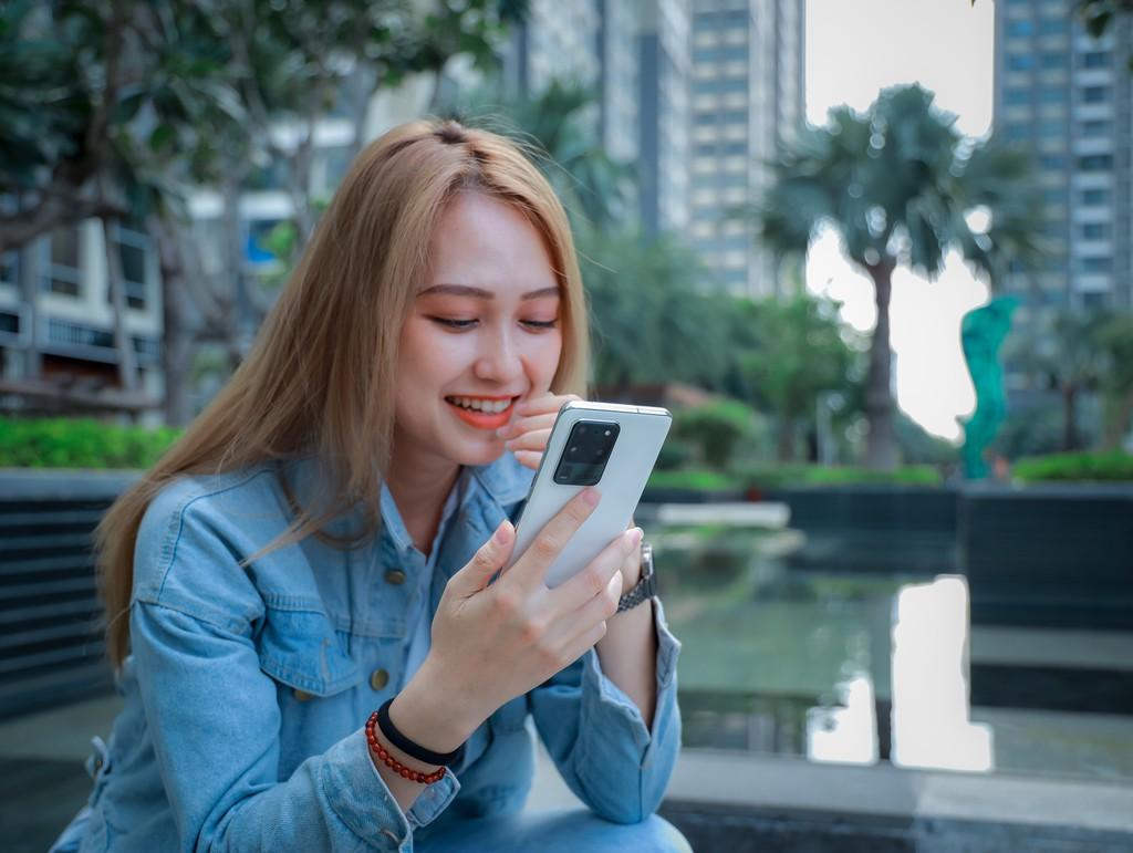Người mẫu Phương Châu cá tính bên Galaxy S20 Ultra Trắng Tinh Vân ảnh 7