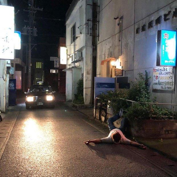 Hành động kỳ lạ và nguy hiểm này lại xảy ra khá thường xuyên ở tỉnh Okinawa.