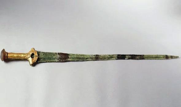 Toàn bộ thanh kiếm 3.000 năm tuổi