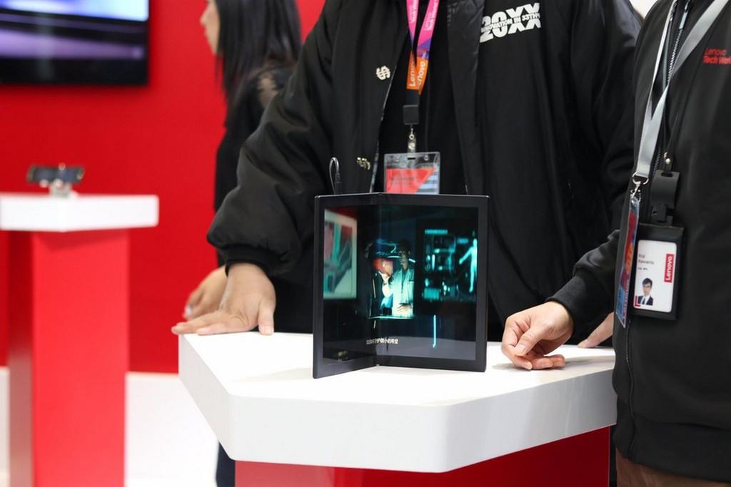 Lenovo ThinkPad X1: laptop màn hình gập đầu tiên trên thế giới được trưng bày ảnh 4