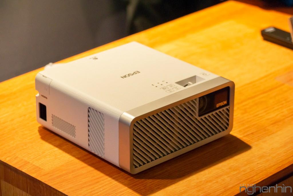Máy chiếu laser 3LCD EPSON EF-100 nhỏ nhất thế giới ra mắt thị trường Việt giá từ 25 triệu ảnh 3