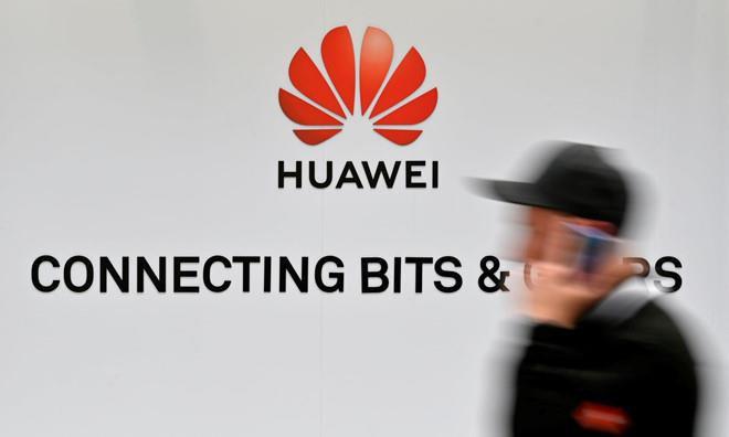 My hoan trung phat Huawei toi thang 8