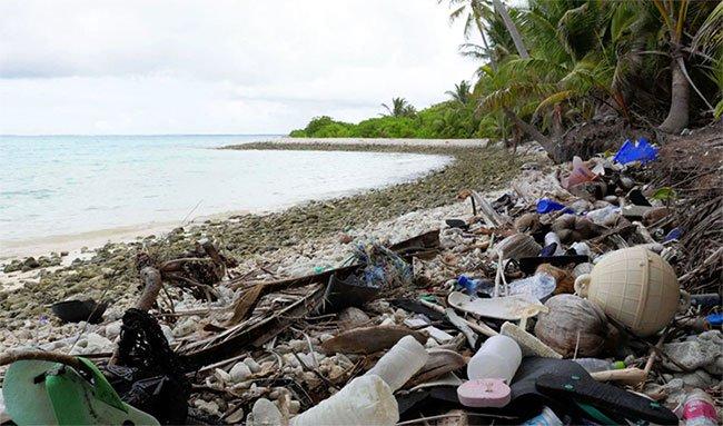 Chỉ với dân số 600 người, quần đảo nhỏ Cocos phải hứng hàng trăm tấn rác từ khắp nơi dạt về