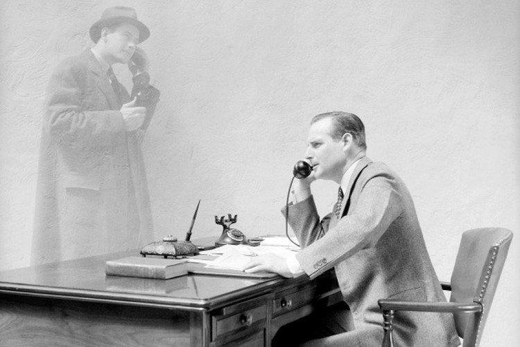 Nhà phát minh Thomas Edison cho rằng có thể trò chuyện với hồn ma qua điện thoại.