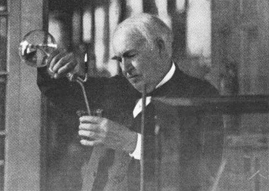 Thomas Edison đưa ra giả thuyết rằng linh hồn gồm các hạt vật chất siêu nhỏ.