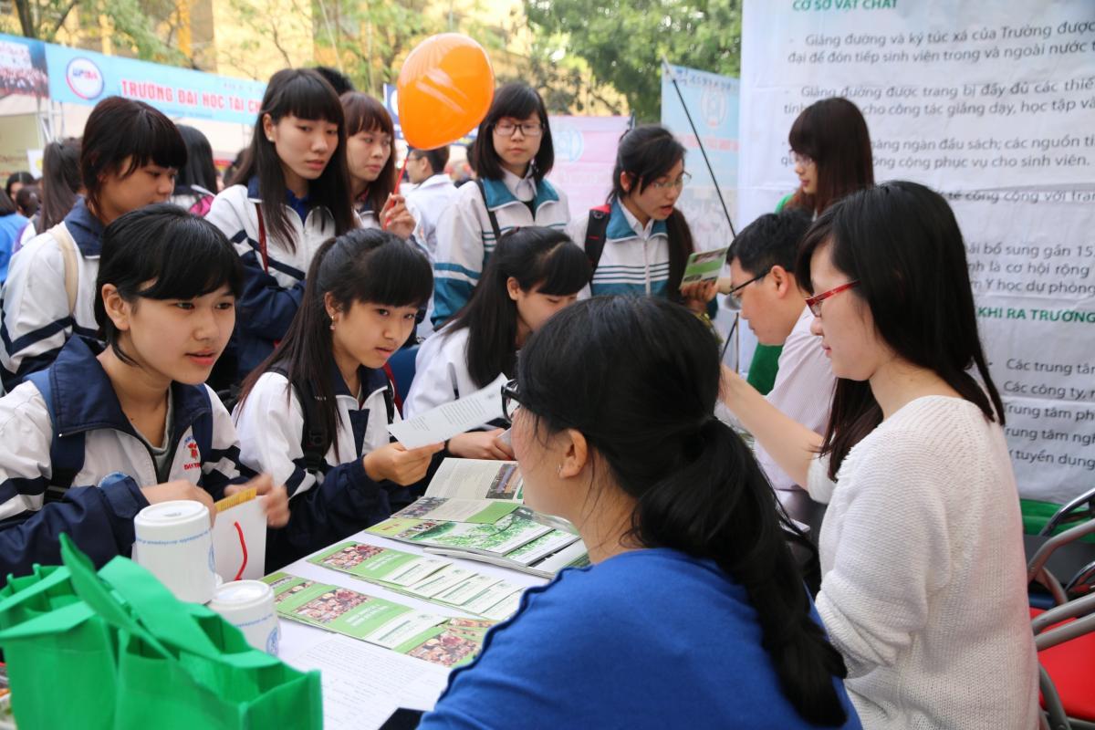 Tư vấn tuyển sinh Đại học và Cao đẳng tại Quảng Ngãi. Ảnh: INT