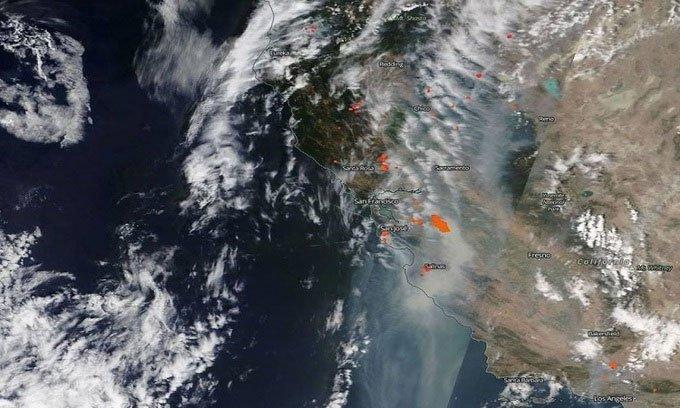 Cháy rừng ở phía bắc bang California hôm 19/8 trong ảnh chụp từ vệ tinh Terra.