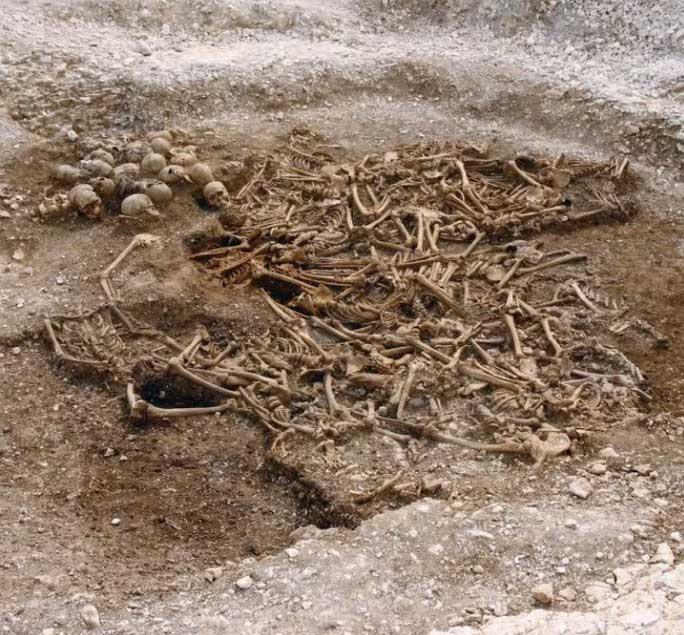 Mộ cổ tập thể của 50 chiến binh Viking không đầu ở Anh.