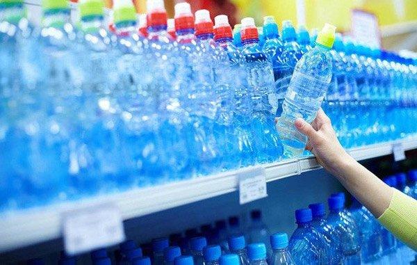 Thị trường nước đóng chai khổng lồ đến mức nào?