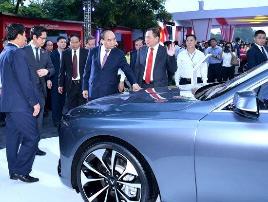 Thủ tướng muốn VinFast ứng dụng nhiều hơn nữa công nghệ 4.0 trong ngành công nghiệp ô tô
