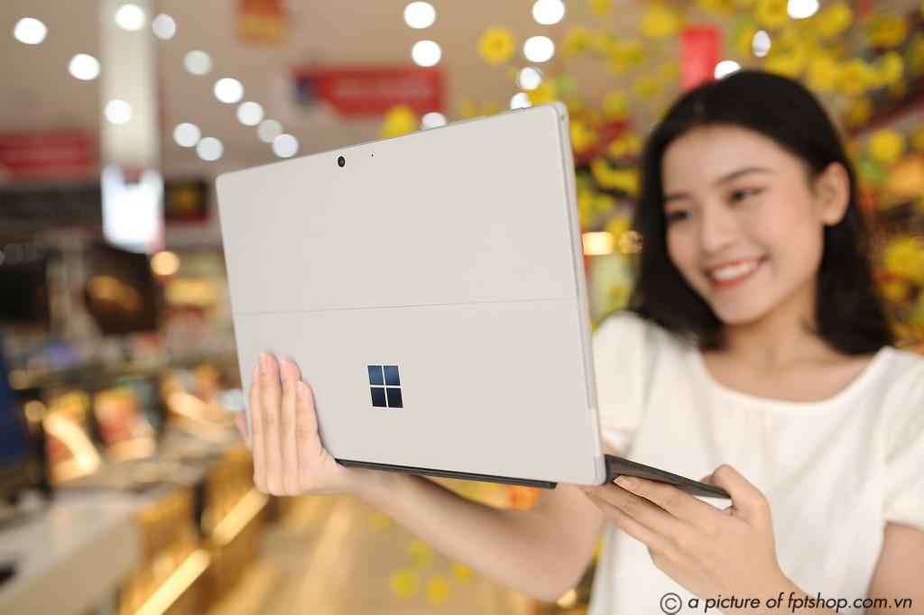 FPT Shop khai trương 68 Trung tâm trải nghiệm laptop, mở bán Surface Pro 7 siêu bảo hành ảnh 11