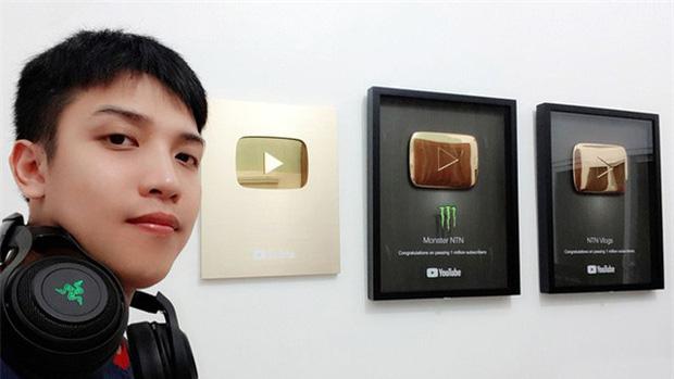 NTN Vlogger - Nguyễn Thành Nam tuyên bố bỏ kênh Youtube hơn 8 triệu sub, ngừng làm clip vì áp lực: Tôi cảm thấy mình đang tụt dốc, mệt và đã đến lúc phải ra đi - Ảnh 1.