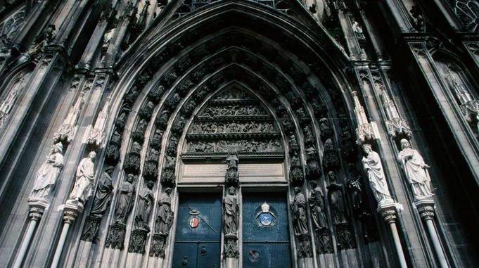 Gothic là một phong trào nghệ thuật phát triển ở Pháp vào thế kỷ 12