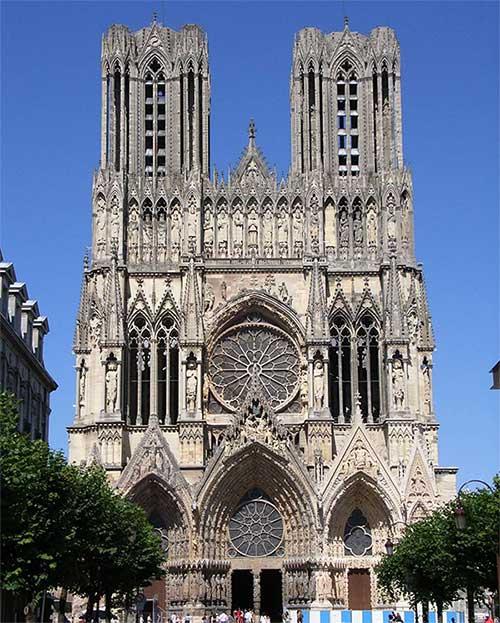 """Kiến trúc Gothic mang vẻ bí ẩn và lạ lẫm gắn liền với khái niệm """"man rợ và kinh dị"""""""