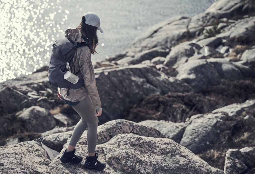 """Bang & Olufsen Beosound Explore – Loa di động 360 độ, chuyên cho """"phượt thủ"""" ảnh 4"""