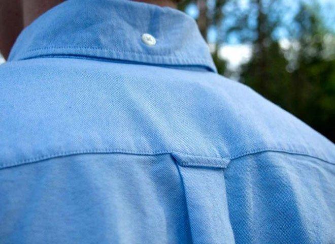 Tại sao có một cái vòng ở mặt sau của áo?